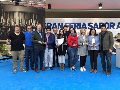 Las bodegas y queserías premiadas por Sabor a Málaga recogen sus galardones en la feria gastronómica de la marca