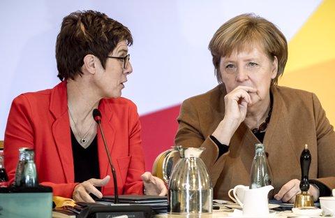 Angela Merkel i Annegret Kramp-Karrenbauer
