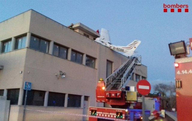 Dos mueros en un accidente de una avioneta en Badia del Vallès (Barcelona)