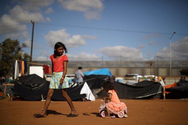 Niños de la caravana de migrantes centroamericanos