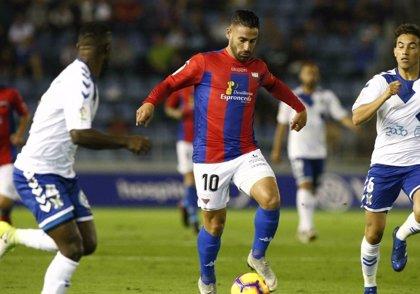 Tenerife y Extremadura se alejan poco del descenso tras su empate sin goles
