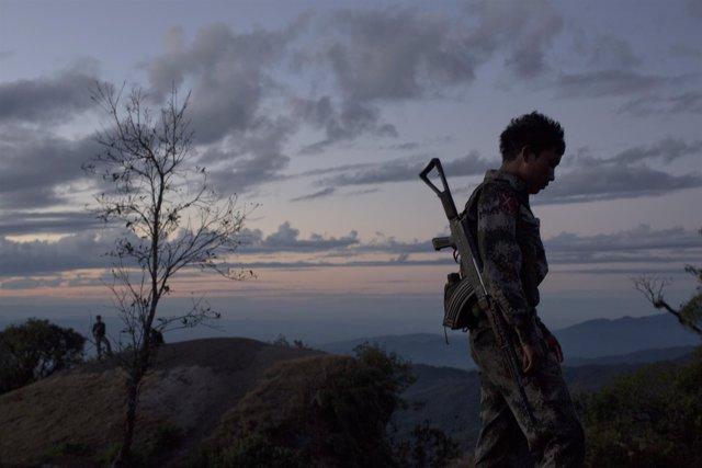 Un niño soldado en Birmania