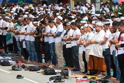 Miles de malayos celebran el rechazo del Gobierno a las peticiones de la ONU para la igualdad étnica