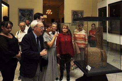 Cort formaliza en Cuba la cesión temporal de la silla de Maceo al Museo de La Habana