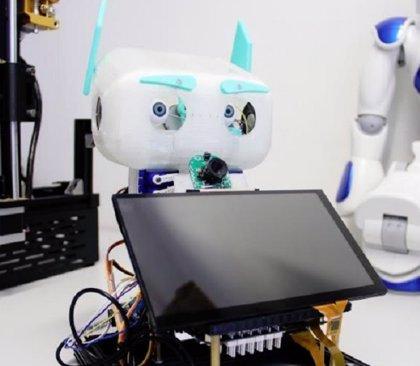 Este es el robot Rassel, un asistente para mayores que recuerda la hora de la medicación y llama a emergencias