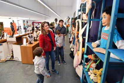 Tomares (Sevilla) acoge la exposición '30 años de Búho & Maravillas'