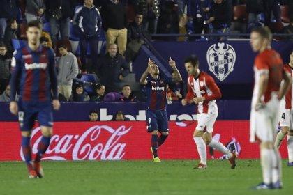 El Levante busca afianzarse en Ipurua y Real Sociedad y Betis, acercarse a Europa