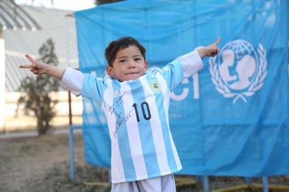 """El pequeño """"Messi"""" afgano se ve obligado a escapar de un ataque talibán"""