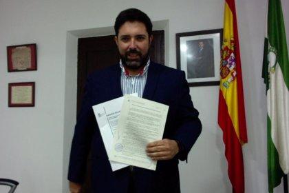 El alcalde de Lora del Río (Sevilla) denuncia la distribución de un bando municipal falso por Whatsapp