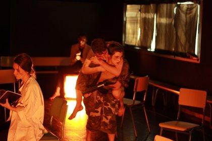 La compañía malagueña Aula Negra lleva su teatro íntimo este domingo a la Cochera Cabaret