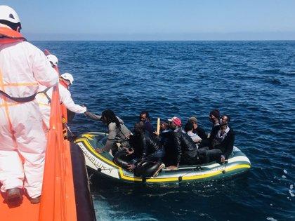 Rescatados de cuatro pateras en el Estrecho 33 migrantes, cuatro de ellos de dos kayaks