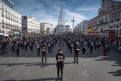 Un total de 500 activistas muestran en Sol animales muertos para protestar contra el maltrato animal