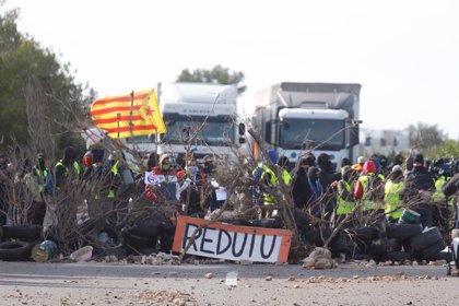Los CDR dejan de cortar la AP-7 en l'Ampolla (Tarragona) más de 15 horas después