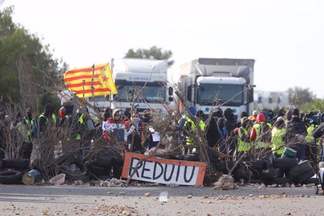 Los CDR cortan la AP-7 en L'Ampolla (Tarragona)