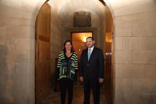 La presidenta del Govern, Francina Armengol, junto al ministro Ábalos
