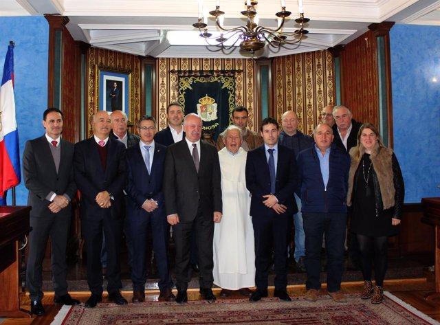 Alcaldes y concejales campurrianos en el Sermón de la Peseta