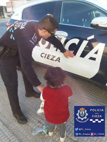 La Policía Local de Cieza encuentra a una niña de 2 años andando sola por la antigua N-301