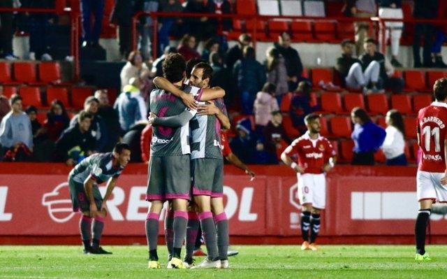 El Granada presiona al Alcorcón y el Dépor pierde ritmo