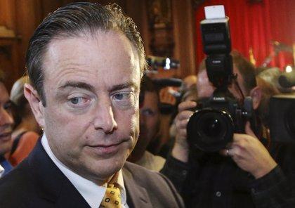 Los secesionistas flamencos dejarán el Gobierno si el primer ministro firma el pacto migratorio