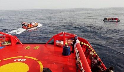 Ascienden a 239 las personas, algunas menores, rescatadas de cuatro pateras este sábado en el mar de Alborán