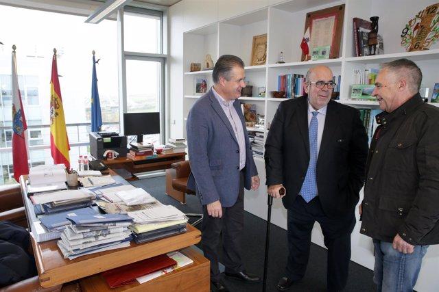 Oria con el alcalde de Astillero y el concejal de Camargo Eugenio Gómez