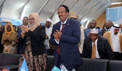 """Más de 90 diputados somalíes piden la destitución del presidente 'Farmaajo' por """"violar la Constitución"""""""