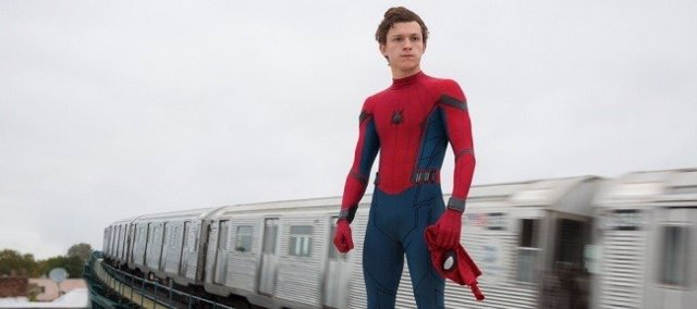Tom Holland interpretando el papel de Spiderman