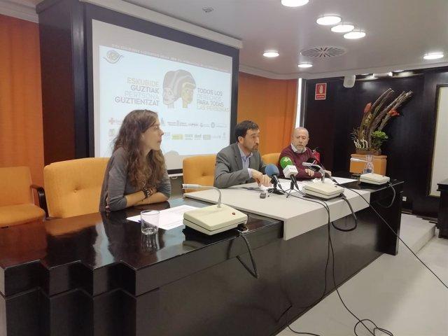 Álvaro Baraibar, En El Centro, En La Rueda De Prensa