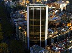 El Banc Sabadell amplia l'estratègia de banca per veu amb operacions a través de Siri (EUROPA PRESS - Archivo)