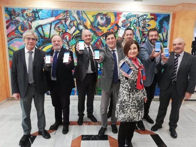 Villegas junto a su equipo en la presentación del proyecto de presupuestos