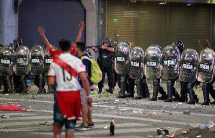 Los hinchas de River provocan incidentes en el Obelisco de Buenos Aires en la celebración por la Libertadores