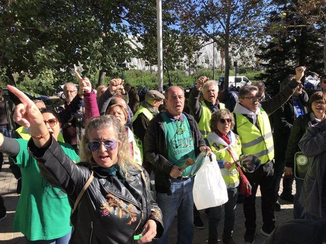 Concentración de la PAH y los Iaioflautas en Ciudad de la Justicia de Valencia