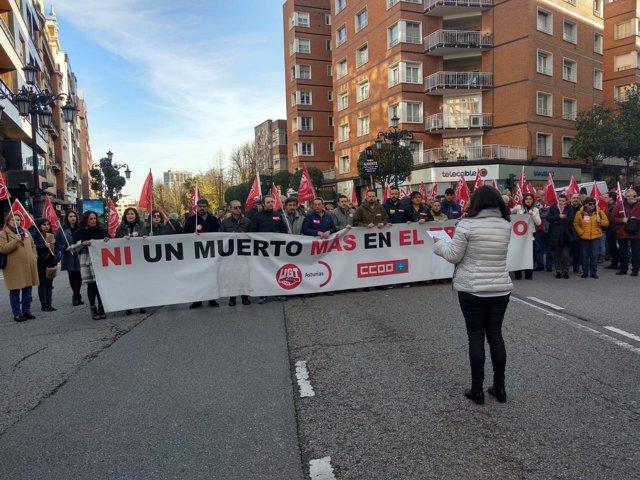 Concentración de UGT y CCOO contra la siniestralidad laboral en Oviedo