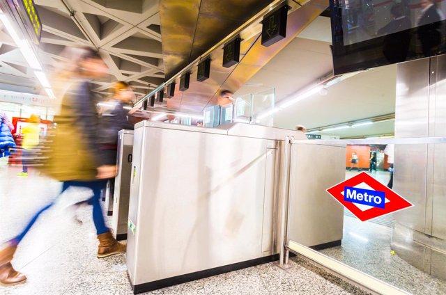 Tornos en una estación de Metro de Madrid