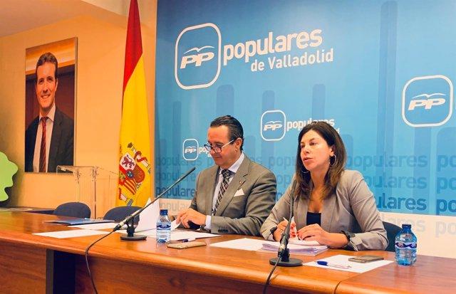 Ignacio Tremiño y Arenales Serrano en la sede del PP de Valladolid. 10-12-18