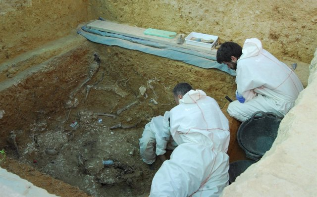 Exhumación de una fosa de represaliados franquistas en Paterna (Valencia)