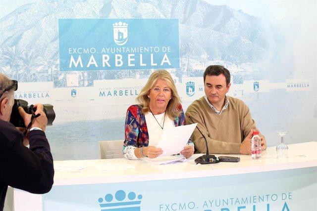 Alcaldesa de marbella angeles muñoz con felix romero portavoz