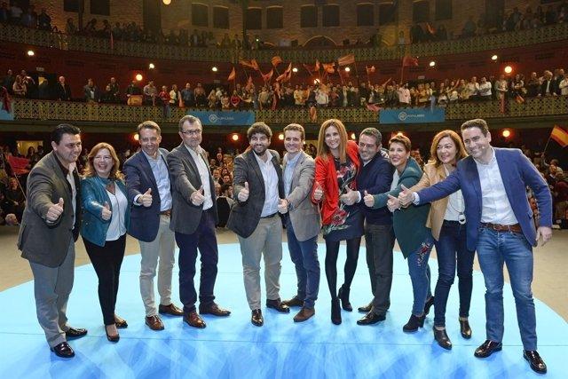 Casado arropa en Murcia a López Miras y Ballesta como candidatos