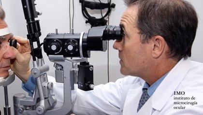 """Los oftalmólogos lanzan una mensaje de """"tranquilidad"""" a los pacientes que han sido intervenidos con lentes intraoculares"""