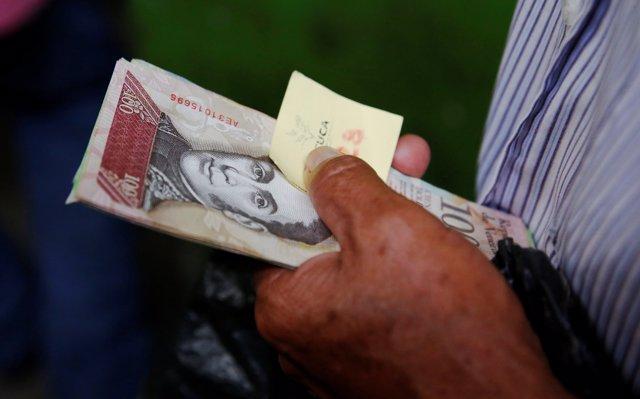 El Parlamento opositor de Venezuela fija en más de un millón por ciento la inflación del último año