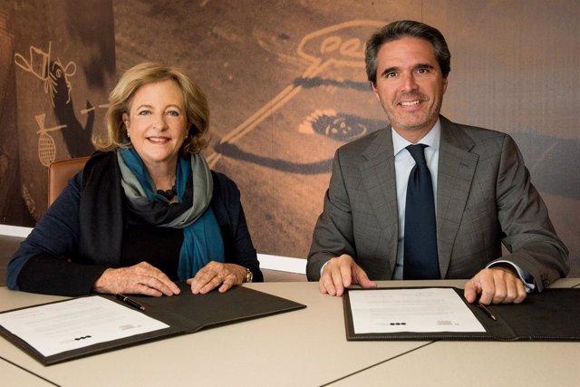 Patricia Phelps de Cisneros y el director del Museo Universidad de Navarra