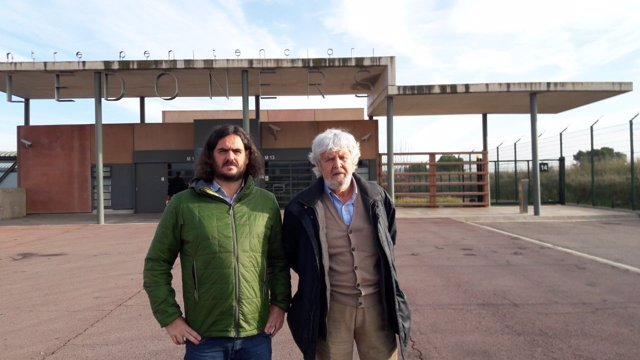 Antón Sánchez y Xosé Manuel Beiras, en la cárcel de Llenoders
