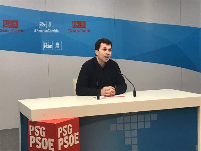 El líder el PSdeG, Gonzalo Caballero, en la rueda de prensa