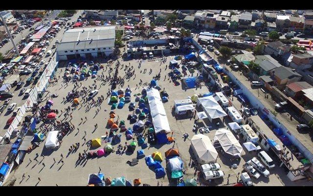 México.- Alrededor de 300 migrantes rechazan ser trasladados a otro albergue en Tijuana por falta de medidas de higiene