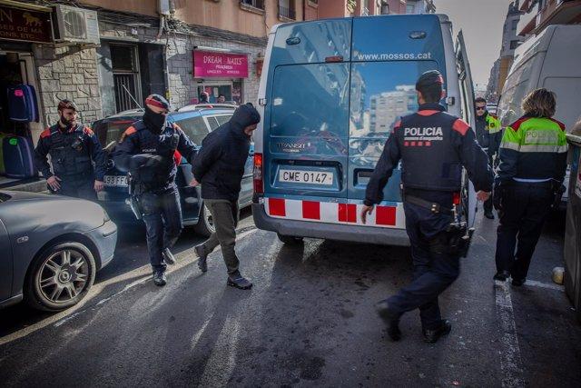 Una treintena de detenidos en el macrooperativo de Mossos contra el narcotráfico