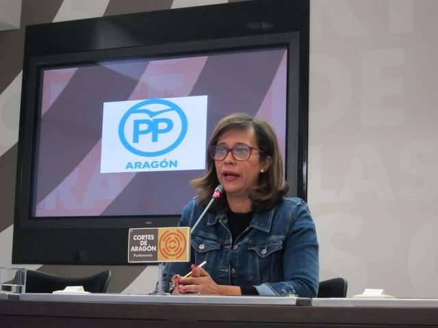 La diputada del PP, Marián Orós, en rueda de prensa en las Cortes
