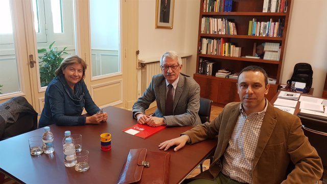 Representantes de UGT con el secretario de Estado de Educación, Alejandro Tiana
