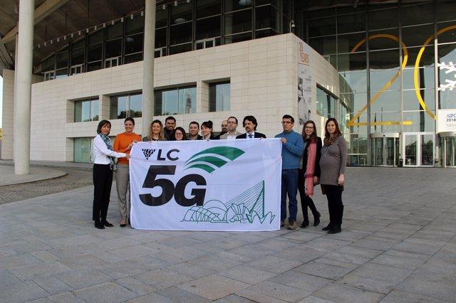 IZADO DE LA BANDERA DEL VLC 5G GLOBAL EVENT