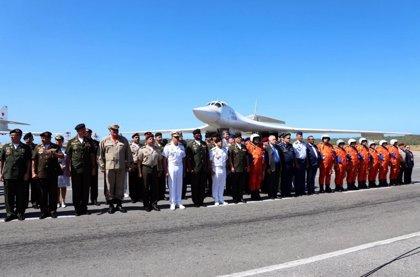 ¿Para qué son los tres aviones bombarderos y el personal militar que Rusia ha enviado a Venezuela?
