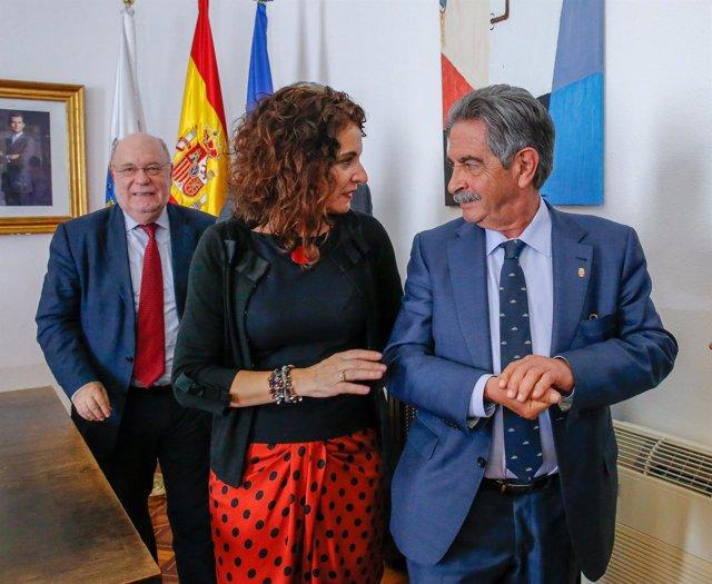 La ministra Montero con Revilla y Sota